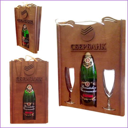 Упаковка подарочная под алкоголь.  Материал: фанера 3 мм, лазерная резка, тонирование материала.