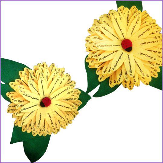 Цветок. Маткриал: фетр зеленый 3 мм, фетр желтый 3 мм, декор фетр черный, красный 1 мм, печать.